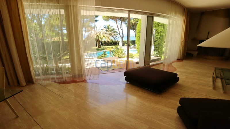 Modern villa facing the beach on the west side of Cap d'Antibes - view from living room