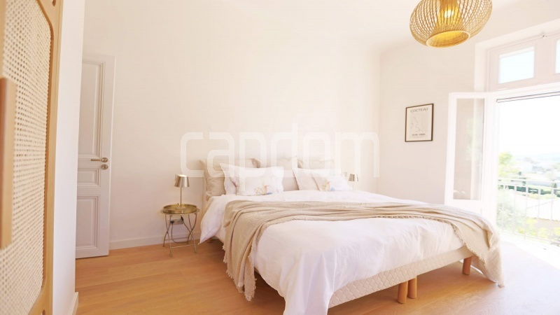 417 Charming sunny Villa for holiday rental in Cap d Antibes with beautiful view over the bay and the old town : facade - bedroom 3
