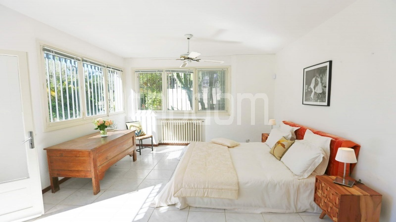 417 Charming sunny Villa for holiday rental in Cap d Antibes with beautiful view over the bay and the old town : facade - room 4