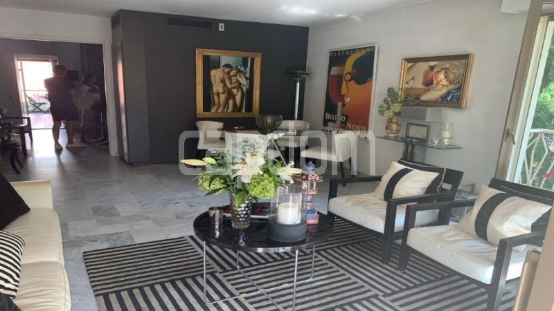 Cap d'Antibes, entirely renovated apartment - Salon