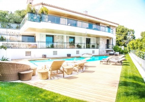 Contemporary large villa for vacation rental in Cap-Ferrat - Front