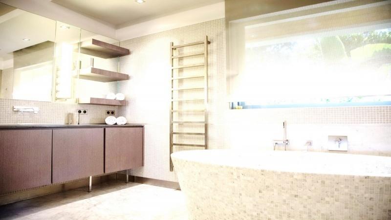 Contemporary large villa for vacation rental in Cap-Ferrat - bathoom 1