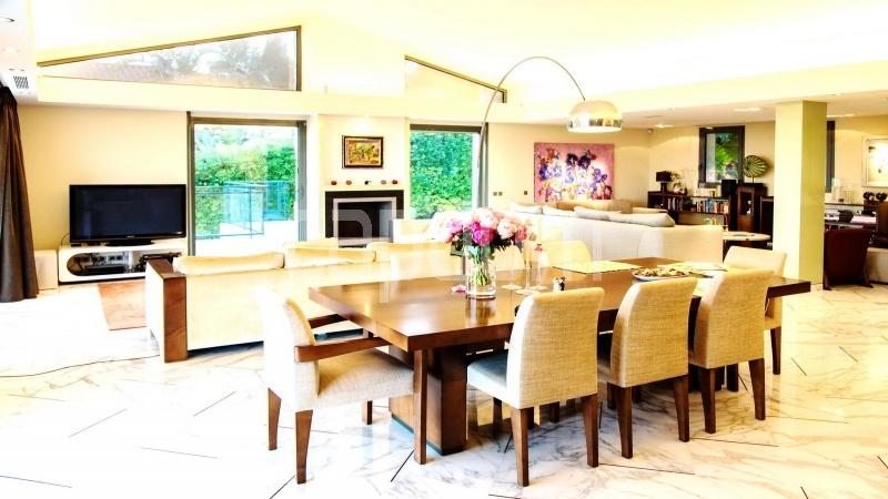 Contemporary large villa for vacation rental in Cap-Ferrat - dining area