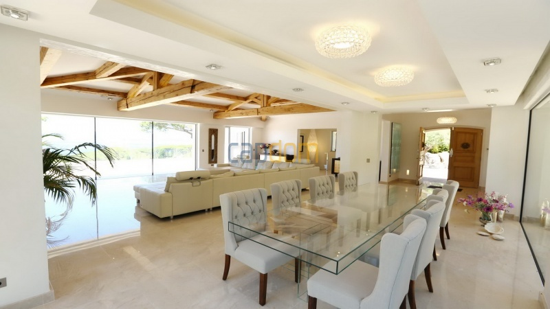 Villa for sale Les Parcs Saint Tropez - living and dining area