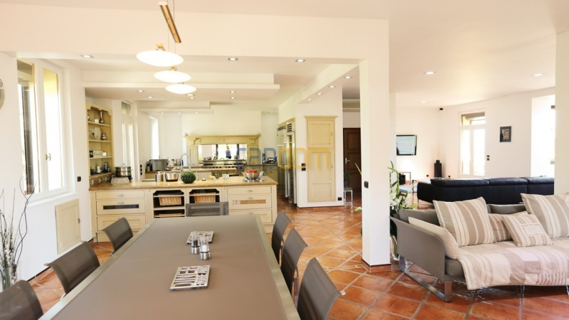 Villa for sale  Cap d'Antibes - dining room