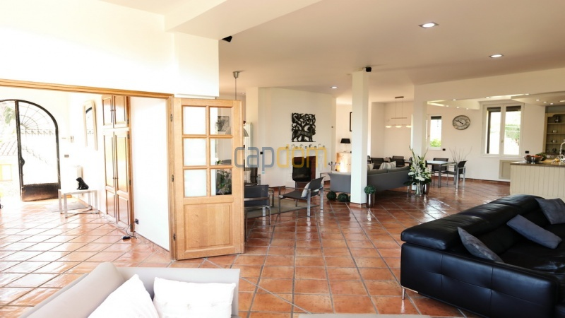 Villa for sale  Cap d'Antibes - main floor entrance