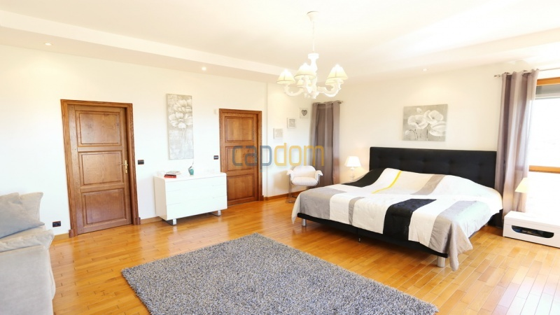 Villa for sale  Cap d'Antibes - master bedroom