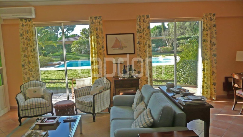 Villa for sale  Cap d'Antibes private domain - living opening on gardens
