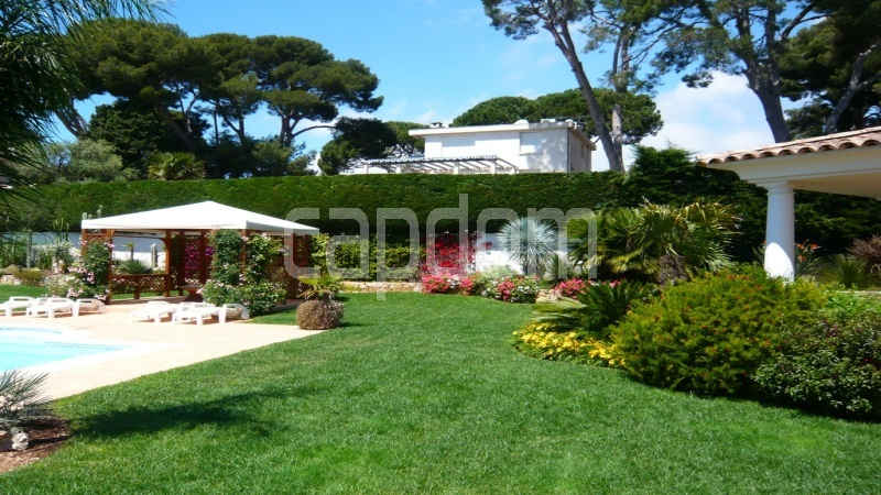 Villa for sale  Cap d'Antibes private domain - gardens
