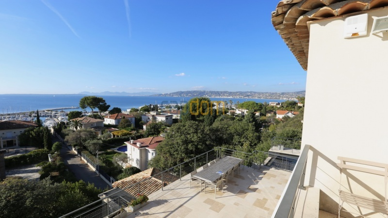 Holiday rental villa cap antibes sea view - upper balcony