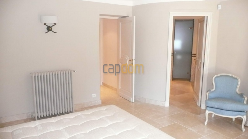 Large stone-built villa for rent cap antibes  - Bedroom 3