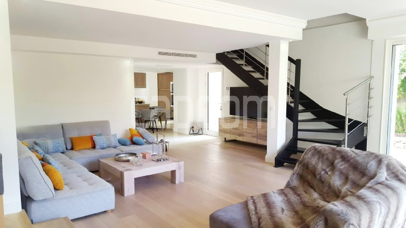 Recently build villa for sale Salis Beach Cap d'Antibes - living-room 1