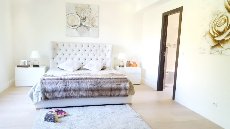 Recently build villa for sale Salis Beach Cap d'Antibes - master bedroom