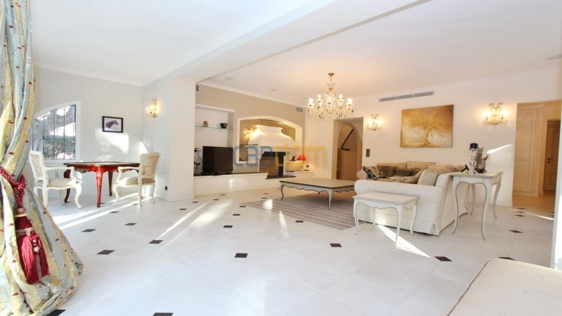 Fully renovated villa west side of Cap d'Antibes near Pecheurs - living room
