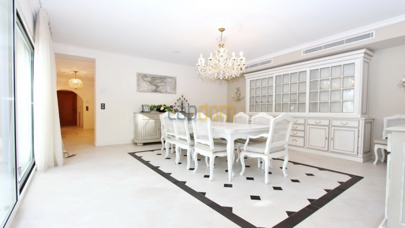 Fully renovated villa west side of Cap d'Antibes near Pecheurs - dining area
