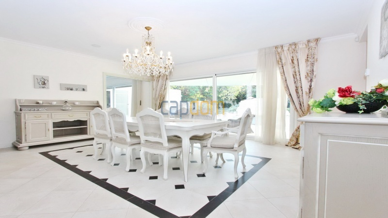 Fully renovated villa west side of Cap d'Antibes near Pecheurs - dining room