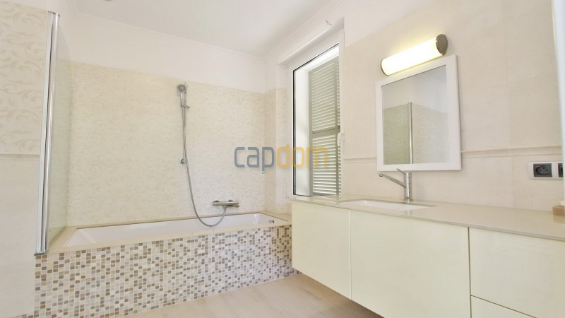 Fully renovated villa west side of Cap d'Antibes near Pecheurs - bathroom 1