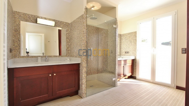 Fully renovated villa west side of Cap d'Antibes near Pecheurs - bathroom 2