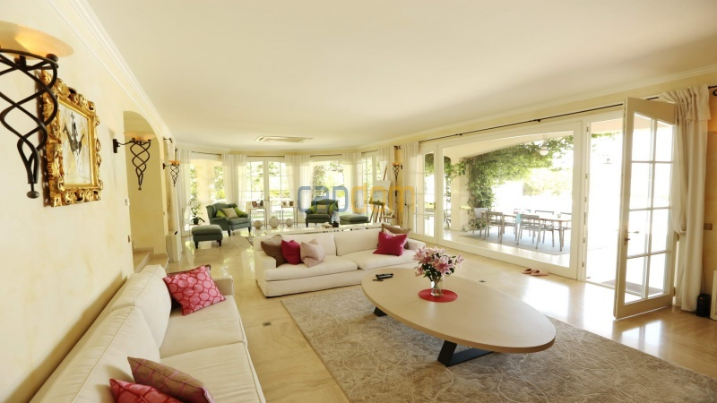 Gorgeous waterfront villa with panoramic sea view  cap d antibes  - living room