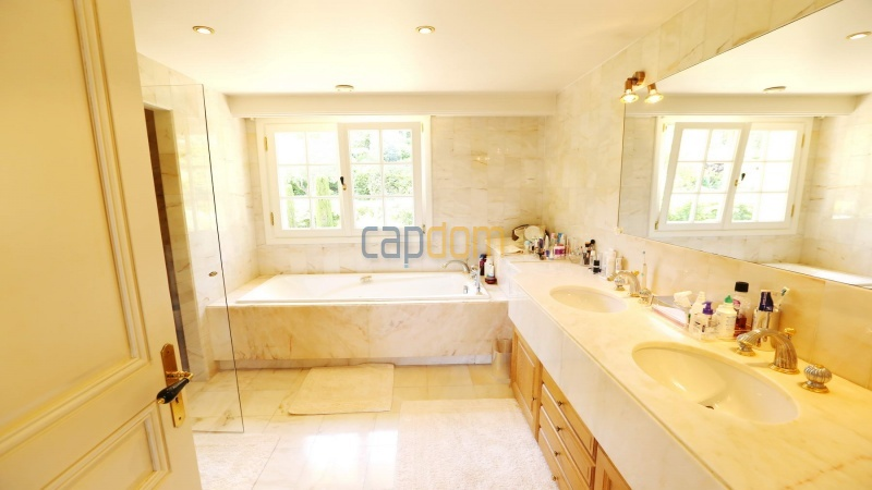 Gorgeous waterfront villa with panoramic sea view  cap d antibes  - bathroom 2