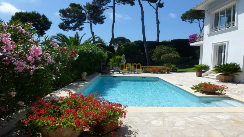 Charming Villa for Holiday Rental near Garoupe Beach Cap d'Antibes - pool area