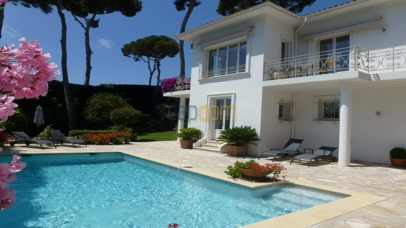 Charming Villa for Holiday Rental near Garoupe Beach Cap d'Antibes - South facade