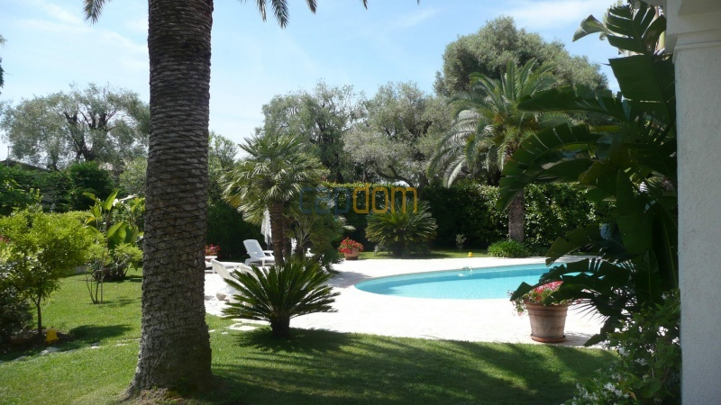 Contemporary Villa for rent in Cap Antibes - gardens