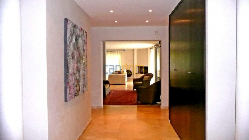 Contemporary Villa for rent in Cap Antibes - Entrance Hall