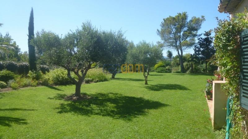 Огромная недвижимость район Капон Сен-Тропе - сад