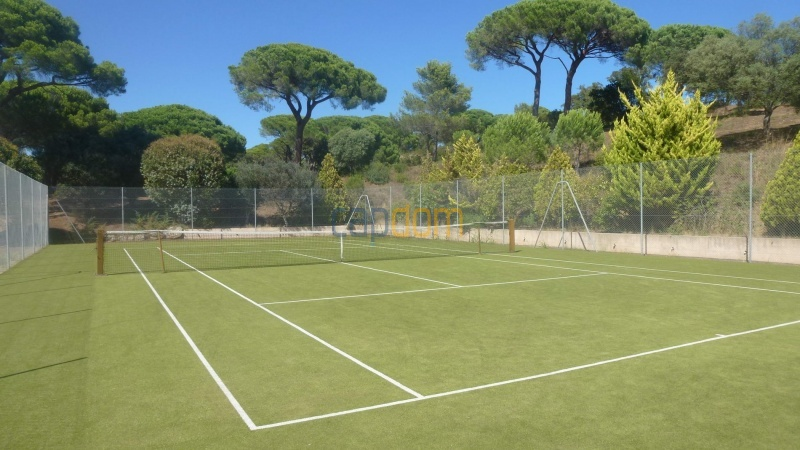 Огромная недвижимость район Капон Сен-Тропе - теннисный корт