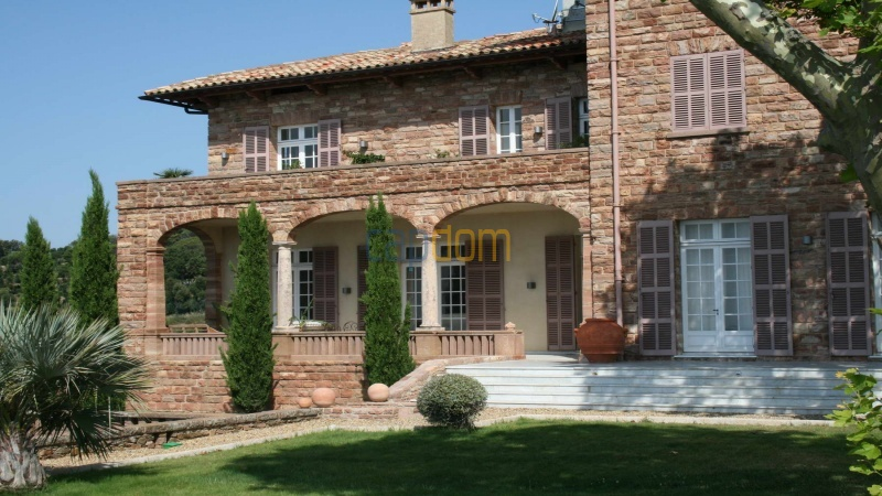 Genuine Castle with vineyards and panoramic sea views for rent heights of Ramatuelle Saint Tropez - castle facade