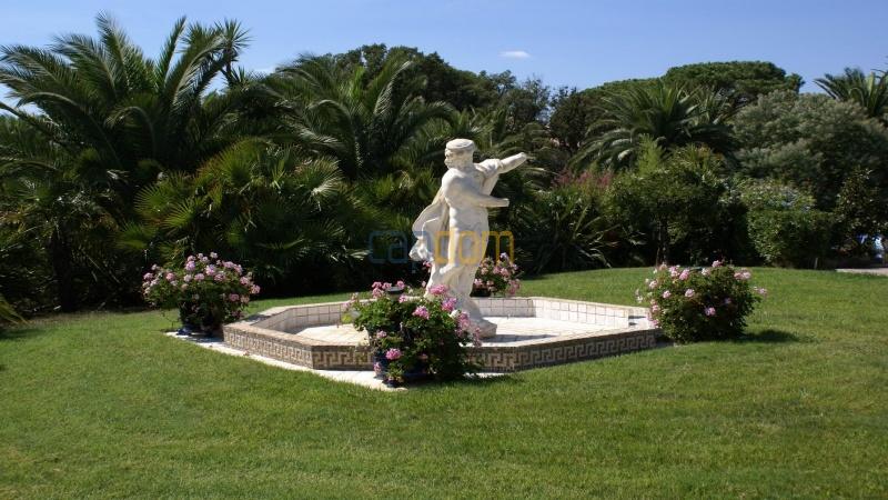 Огромная Вилла для отпуска в престижнейшей резиденции Лэ Парк - фонтан