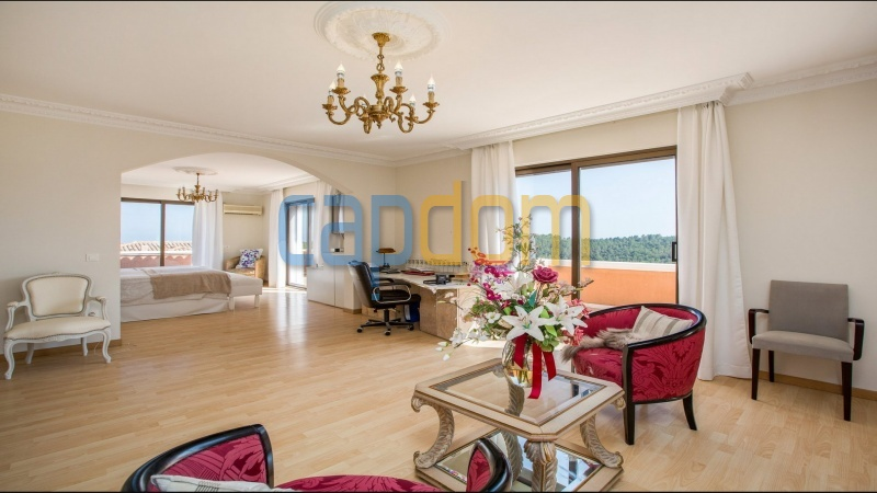 Large upscale Villa with sea view in a dominant position Valbonne Sophia Antipolis near Antibes - master suite bedroom