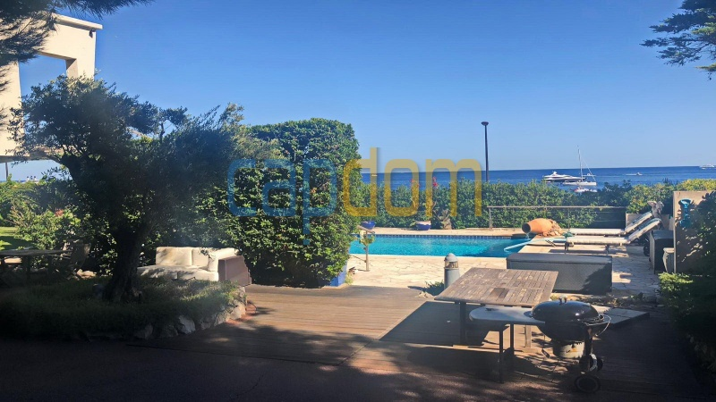 Pleasant Waterfront Californian Villa in Cap d'Antibes with Panoramic Sea View Over Garoupe Beach - summer area