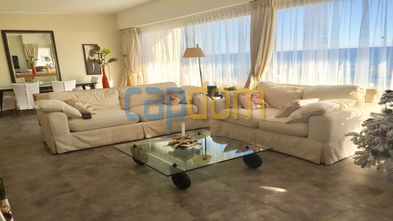 Pleasant Waterfront Californian Villa in Cap d'Antibes with Panoramic Sea View Over Garoupe Beach - salon