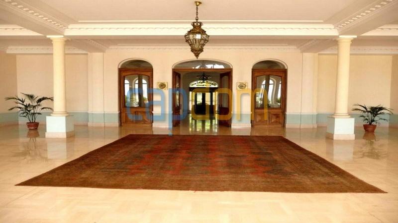 Огромная квартира на продажу в роскошной резиденции Гранд-отель кап мартен - вход в резиденцию