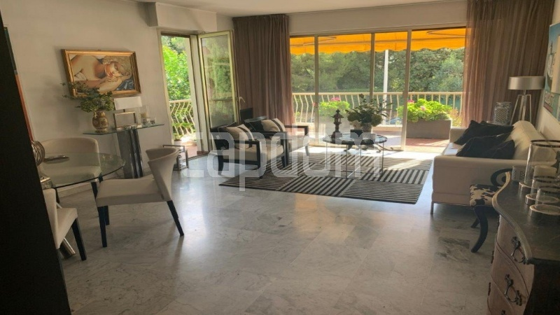 Cap d'Antibes, entirely renovated apartment - Living area