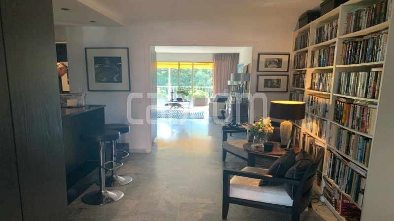 Cap d'Antibes, entirely renovated apartment - Living room