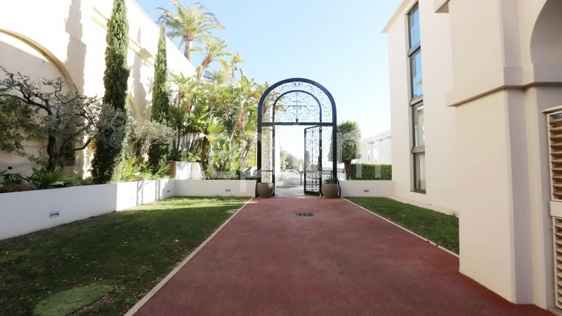 Modern Appartment in waterfront residence Maeterlinck in Nice - Pedestrian entrance