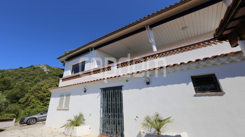 Charming Villa for sale with panoramic view in Villefranche-sur-Mer - front