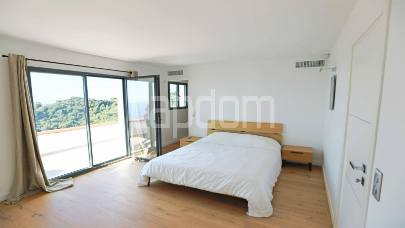 Charming Villa for sale with panoramic view in Villefranche-sur-Mer - bedroom 1