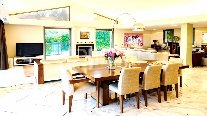 Contemporary large villa for vacation rental in Cap-Ferrat - dining area