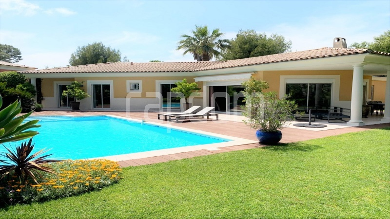 neo-provencal-villa-for-sale-in-closed-domain-cap-antibes -1