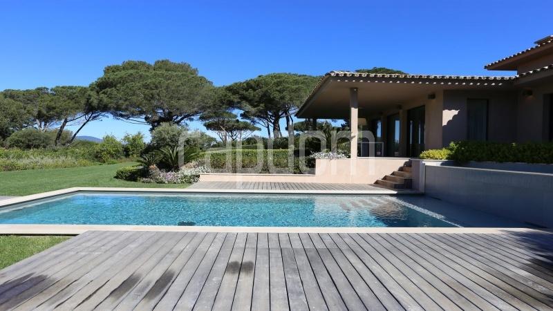 Престижная вилла с видом на море в частной резиденции Les Parcs de Saint - Tropez - 4