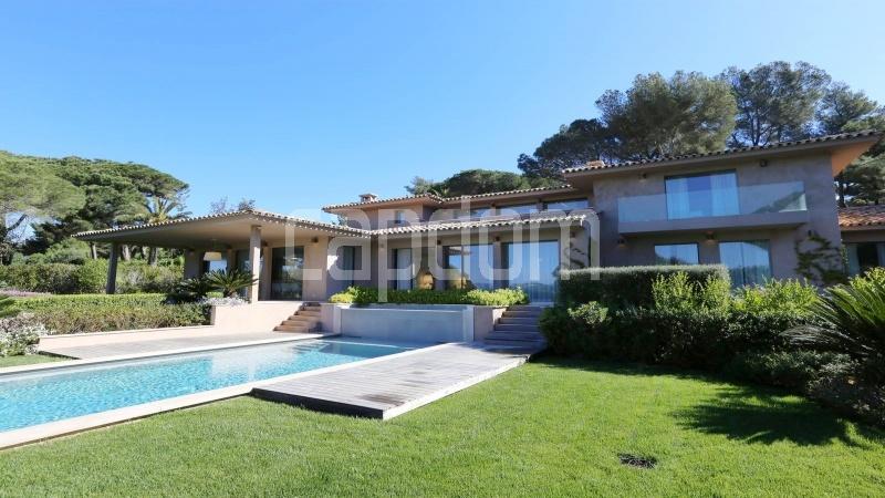 Престижная вилла с видом на море в частной резиденции Les Parcs de Saint - Tropez - 2