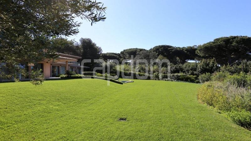 Престижная вилла с видом на море в частной резиденции Les Parcs de Saint - Tropez - 29