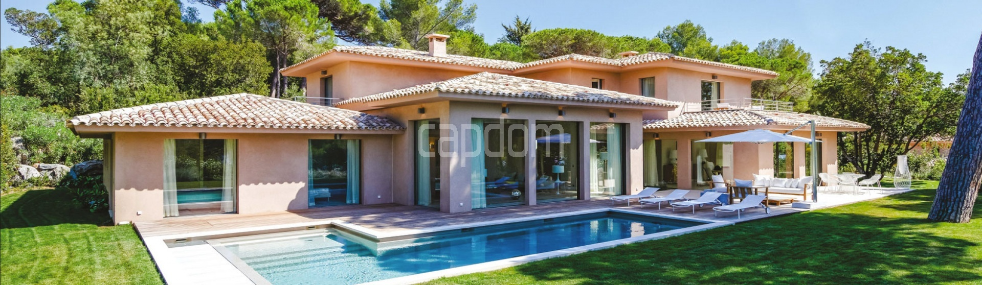 Prestigious holiday villa with sea view in the private residence