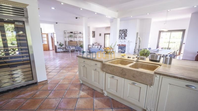 Villa for sale  Cap d'Antibes - kitchen