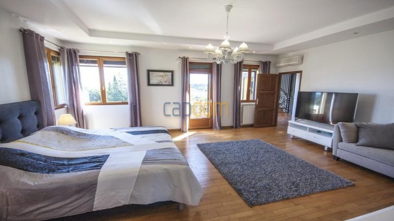 Villa for sale  Cap d'Antibes - master bedroom