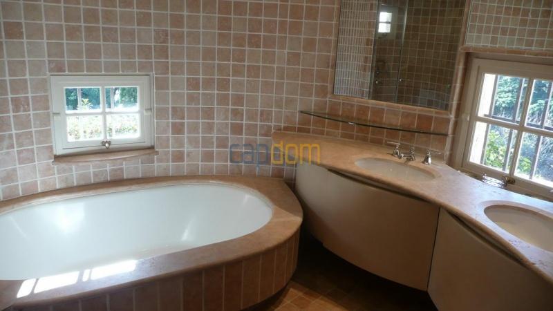 Large stone-built villa for rent cap antibes  - Master Bathroom